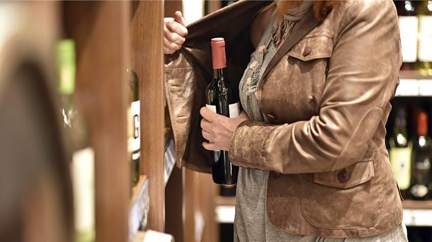 Allgemeine spanische Strafverfahren: Frau klaut eine Flasche Rotwein