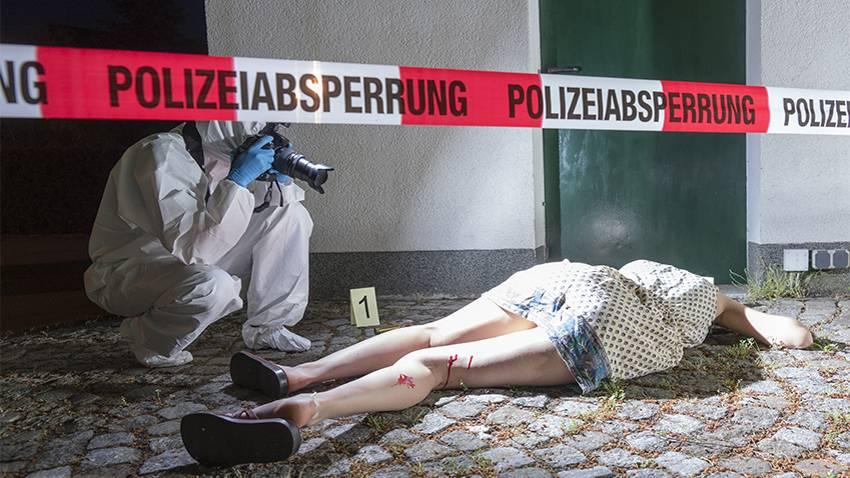 Spanisches Sexualstrafverfahren: Mordkommission fotografiert totes Opfer